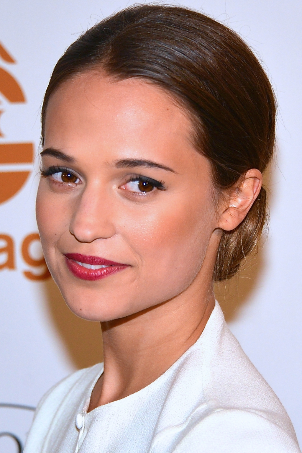 Tomb Raider Reboot Cast Updates Alicia Vikander S Lara Croft